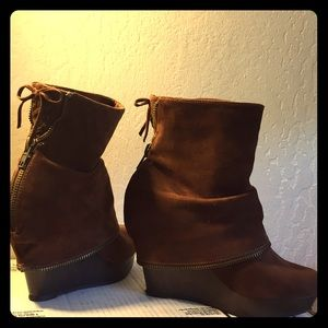 Brown Buckle Wedge Boots with Cute Zipper Design
